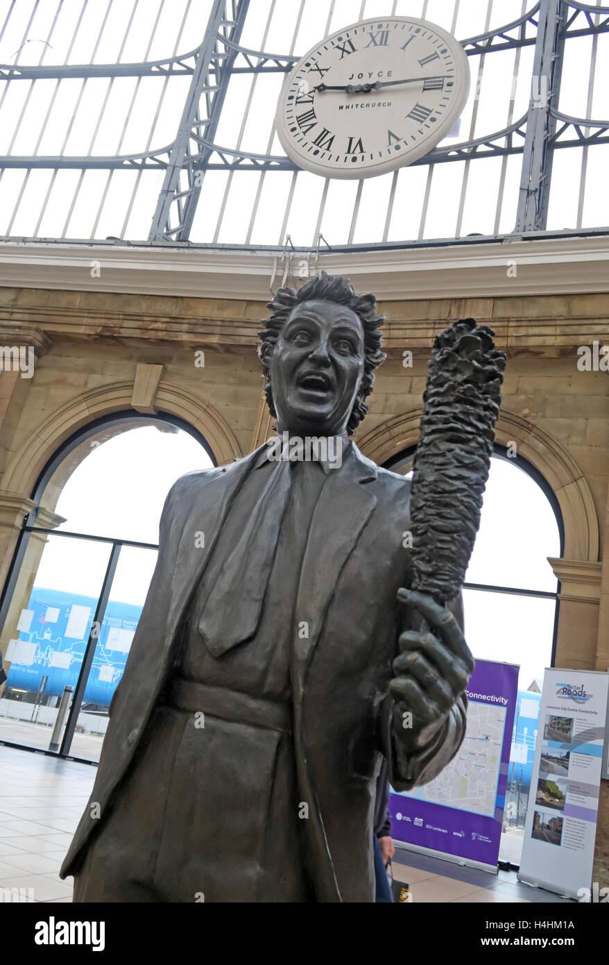 Ken Dodd Statue,Liverpool Lime St,Railway Station,England,UK - Stock Image