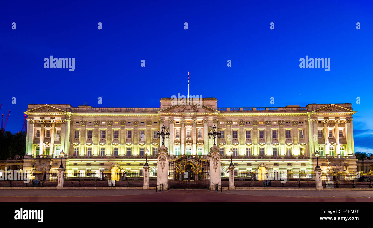 Buckingham Palace in the evening - London, England - Stock Image