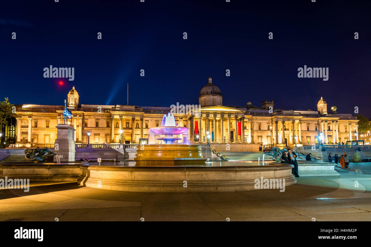 Fountain and the National Gallery on Trafalgar Square, London - Stock Image