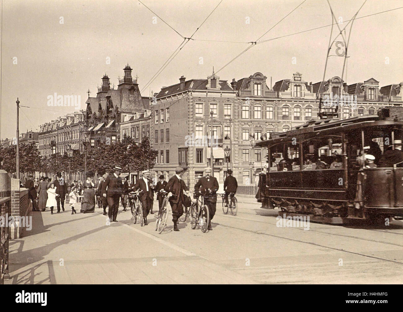 Tram 3 and passers-by on the New Amstelbrug given direction Ceintuurbaan, The Netherlands, Anonymous, c. 1903 - - Stock Image