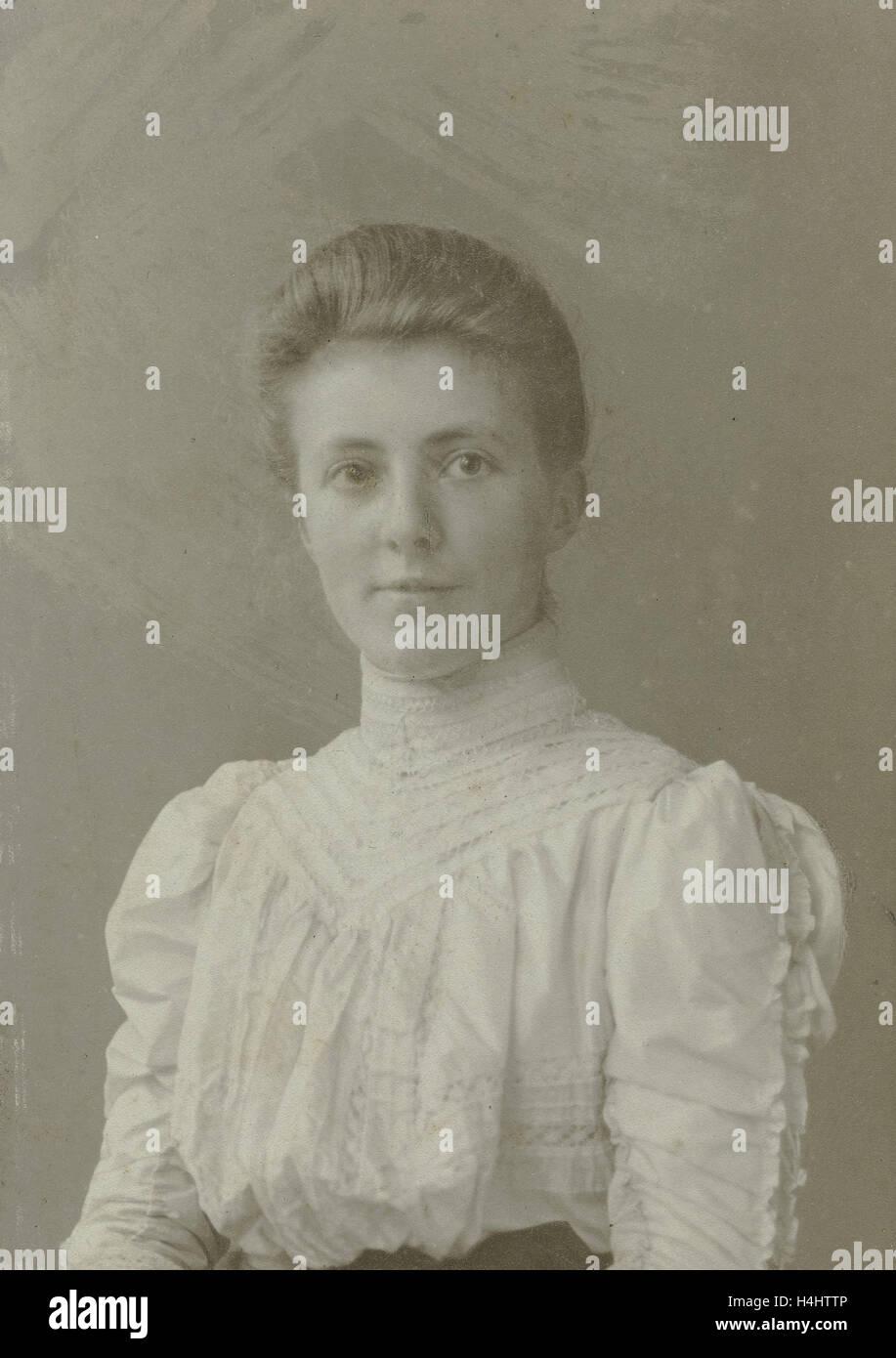 Portrait woman, A.S. Weinberg, 1907 Stock Photo
