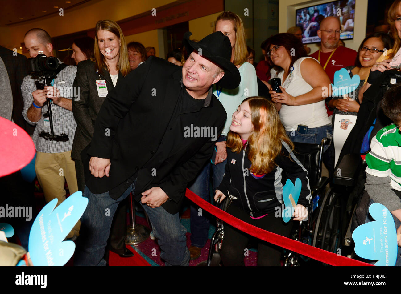 Garth Brooks takes photos with kids at the Denver press conference for his first Denver show in over 18 years at - Stock Image
