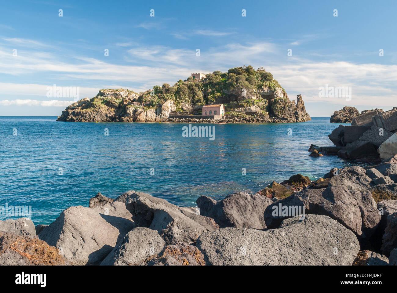 Island Lachea in Acitrezza, touristic town in Sicily - Stock Image