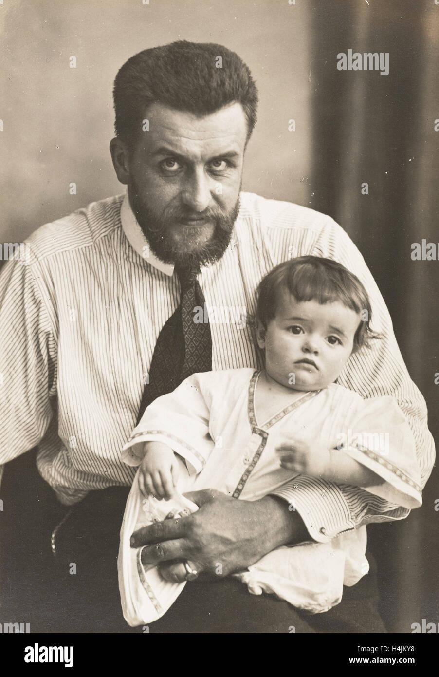 Waldemar Titzenthaler, the photographer, with his daughter Marba, Waldemar Titzenthaler, 1869 - 1937, 1912 - Stock Image