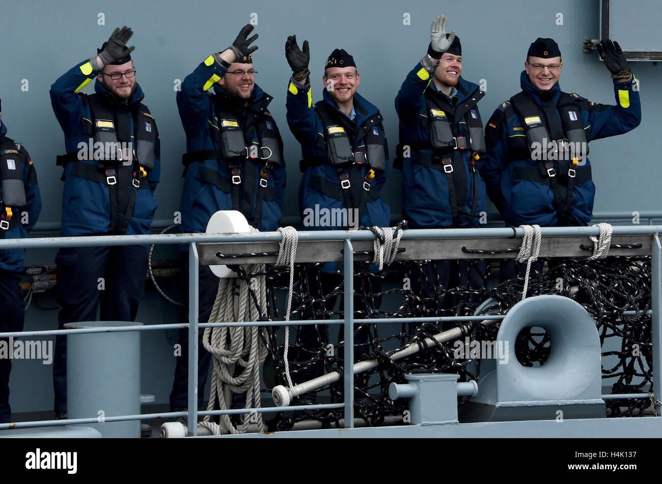 Eckernfoerde, Germany. 17th Oct, 2016. Crew members stand and wave as the tender of the Elbe-class 'Main' - Stock Image