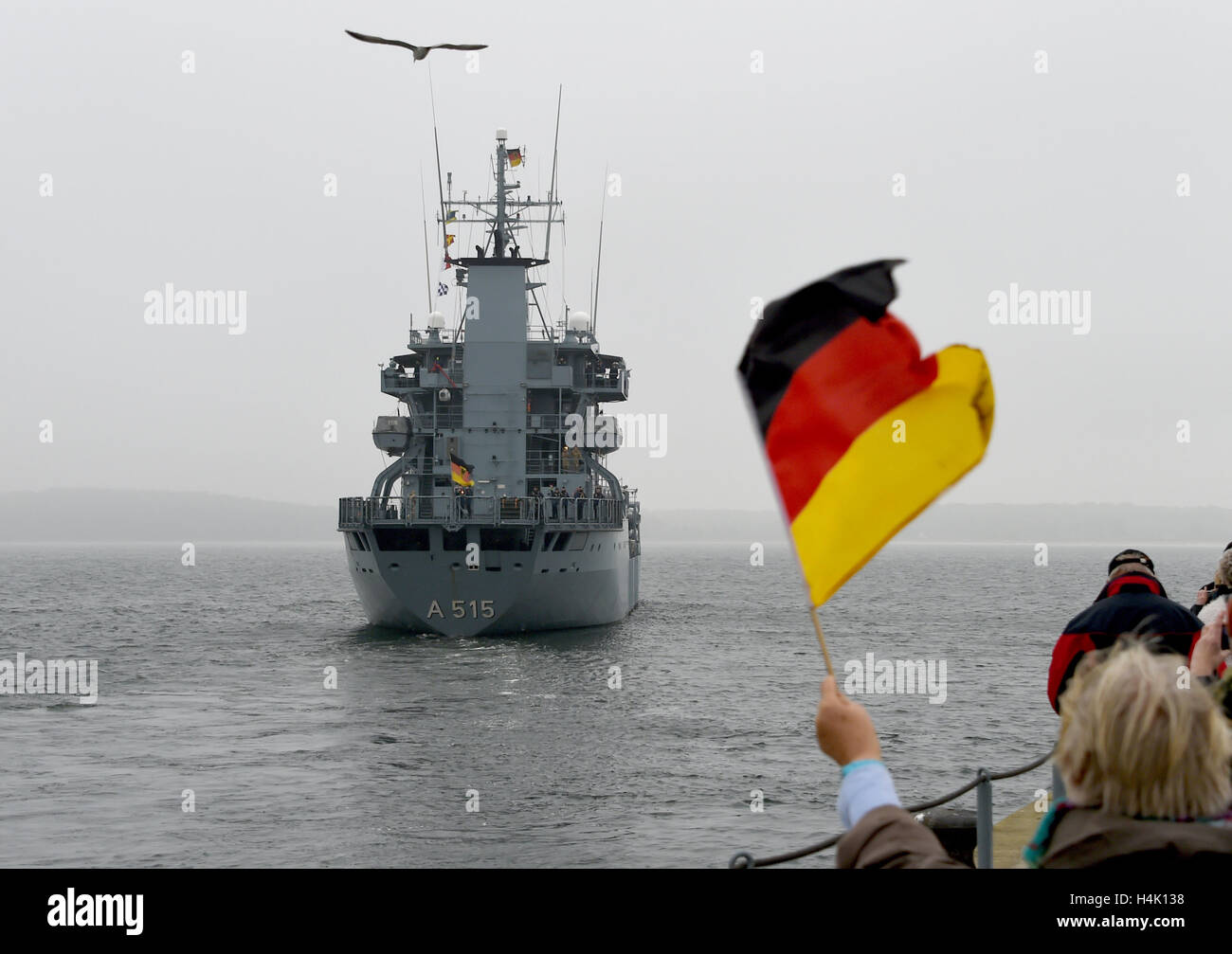 Eckernfoerde, Germany. 17th Oct, 2016. The tender of the Elbe-class 'Main' with the ship number A 515 leaves - Stock Image