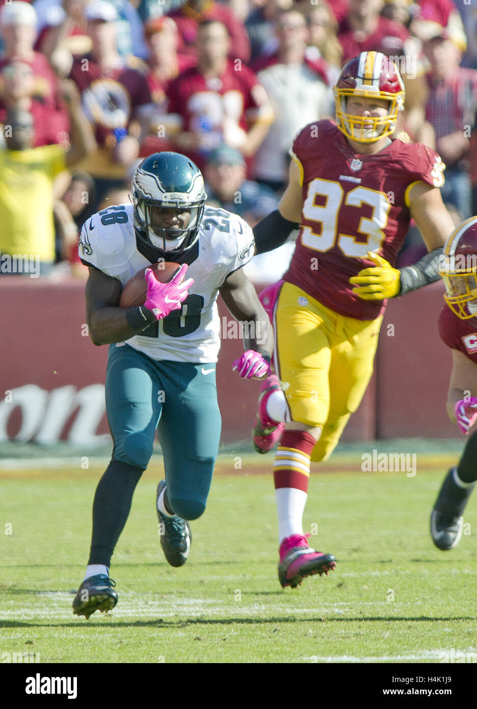 Landover, Maryland, USA. 16th Oct, 2016. Philadelphia Eagles running back Wendell Smallwood (28) carries the ball - Stock Image