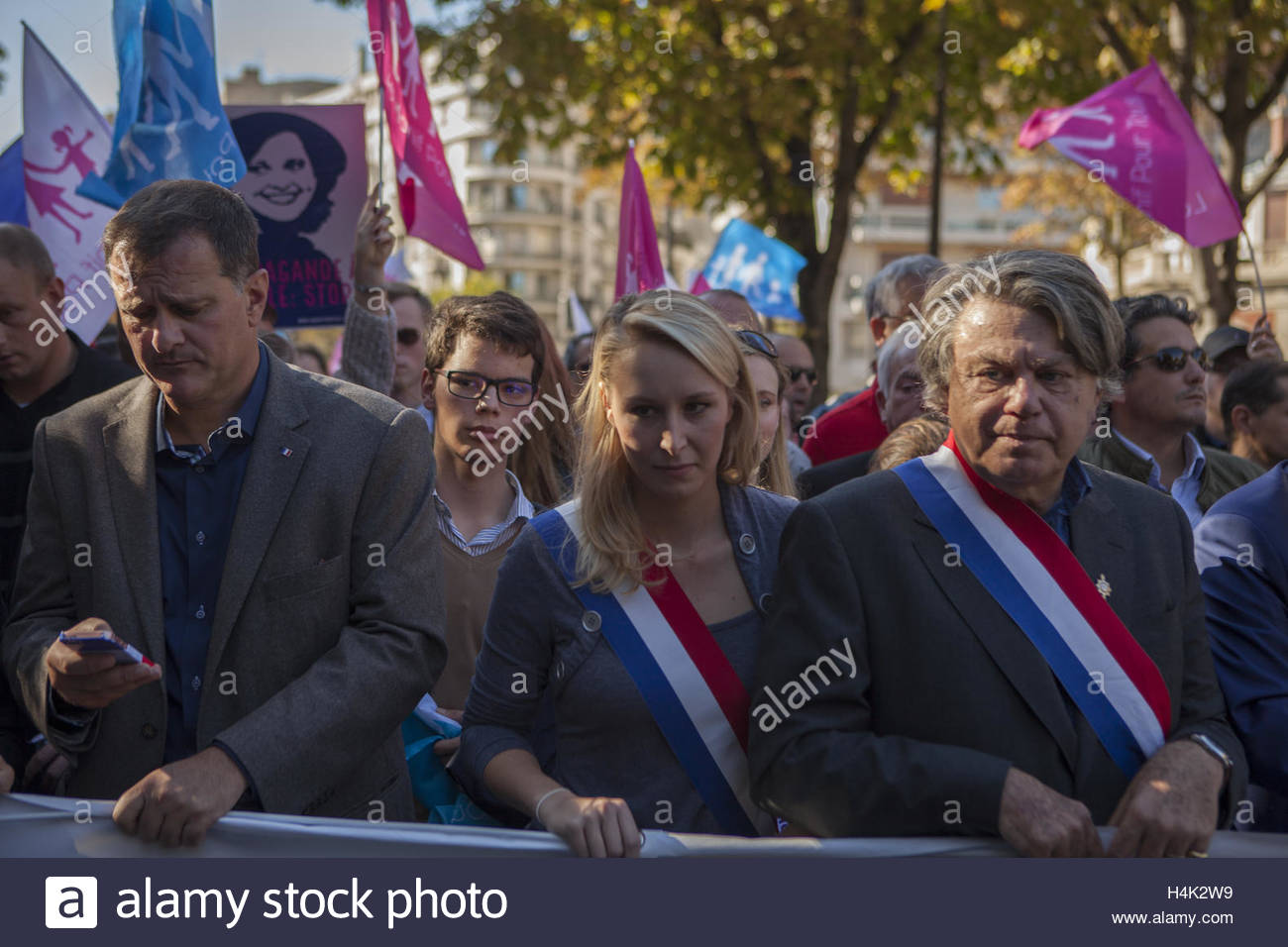 Paris, France. 16th Oct, 2016. French far-right Front National (FN) party vice-president Louis Alliot (L) and FN - Stock Image