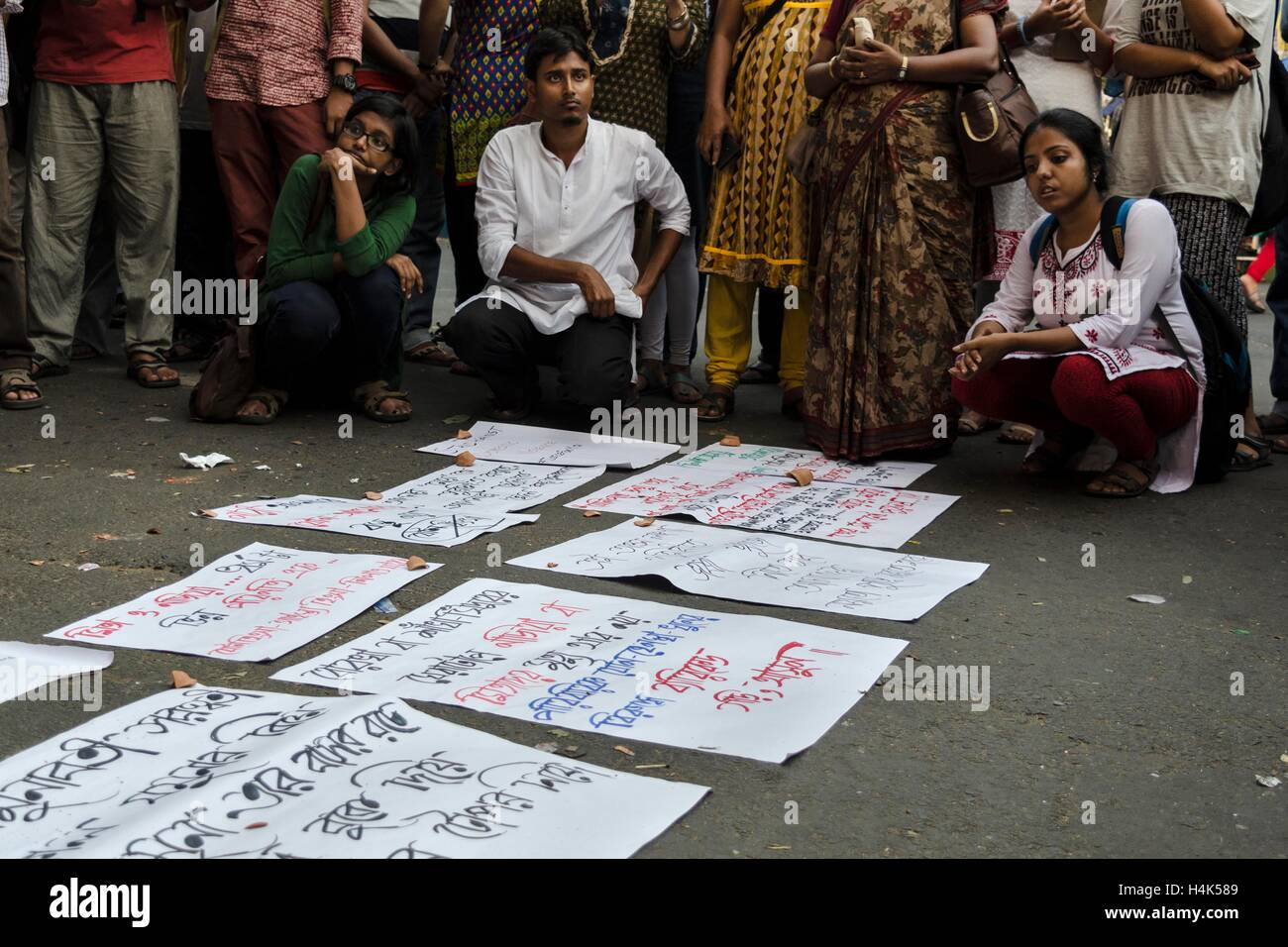 Kolkata, West Bengal, India. 17th Oct, 2016. Caption: On 17th October 2016 evening a protest by the students of - Stock Image