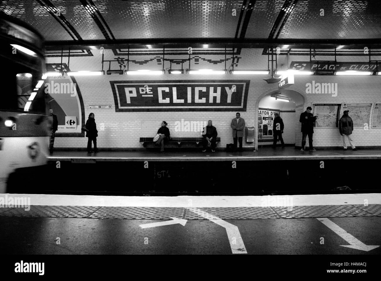 Street Clichy Paris Stock Photos & Street Clichy Paris Stock Images ...