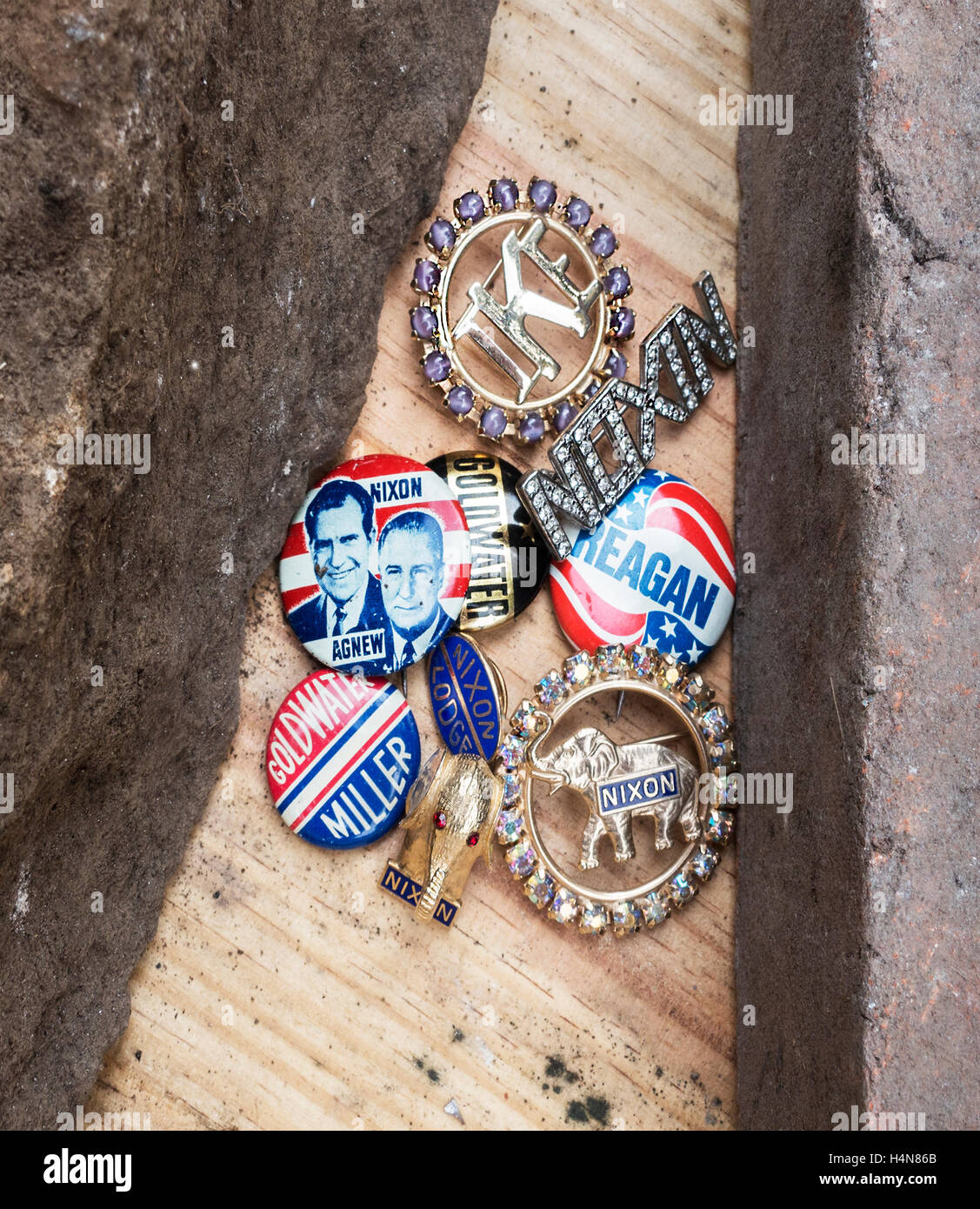 GOP campaign pins between a rock and a hard place - Stock Image