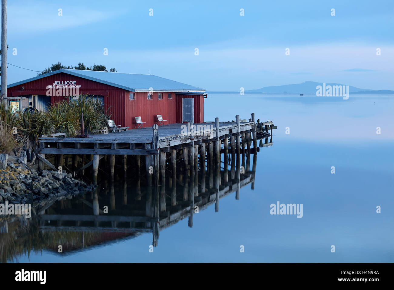Jellicoe Sea Scout Building and New River Estuary at dusk, Invercargill, Southland, South Island, New Zealand - Stock Image