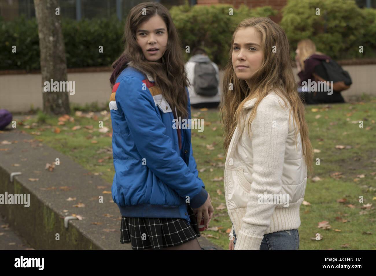 THE EDGE OF SEVENTEEN (2016)  HAILEE STEINFELD  HAYLEY LU RICHARDSON  KELLY FREMON (DIR)  MOVIESTORE COLLECTION - Stock Image
