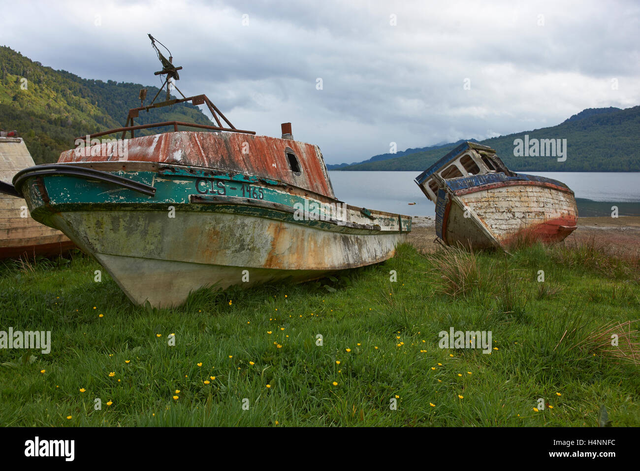 Fishing boat drawn up on the beach at Puyuhuapi along the Carretera Austral in Chilean Patagonia. - Stock Image