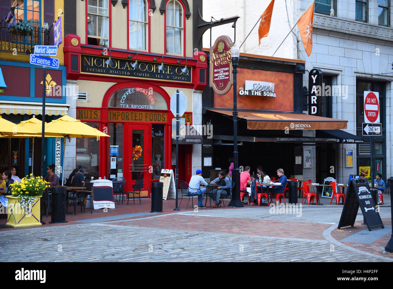 USA Pittsburgh PA Pennsylvania Market Square in the city dining and restaurants around the park - Stock Image