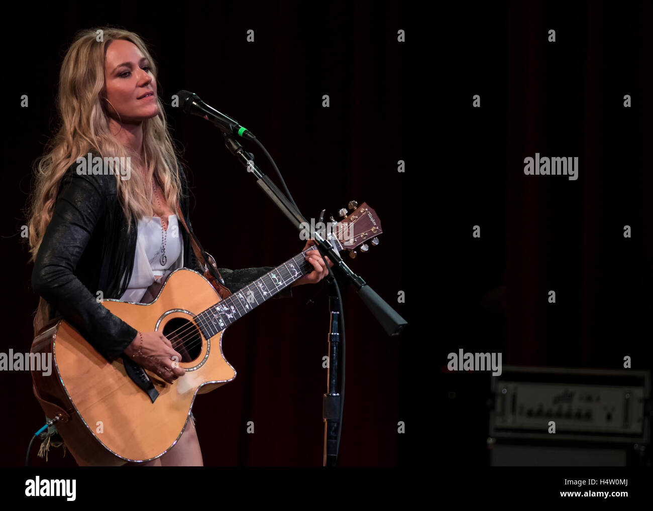 Singer Jewel performs to a standing-room only crowd at the 2015 Americana Fest on September 15th, 2015 in Nashville, - Stock Image