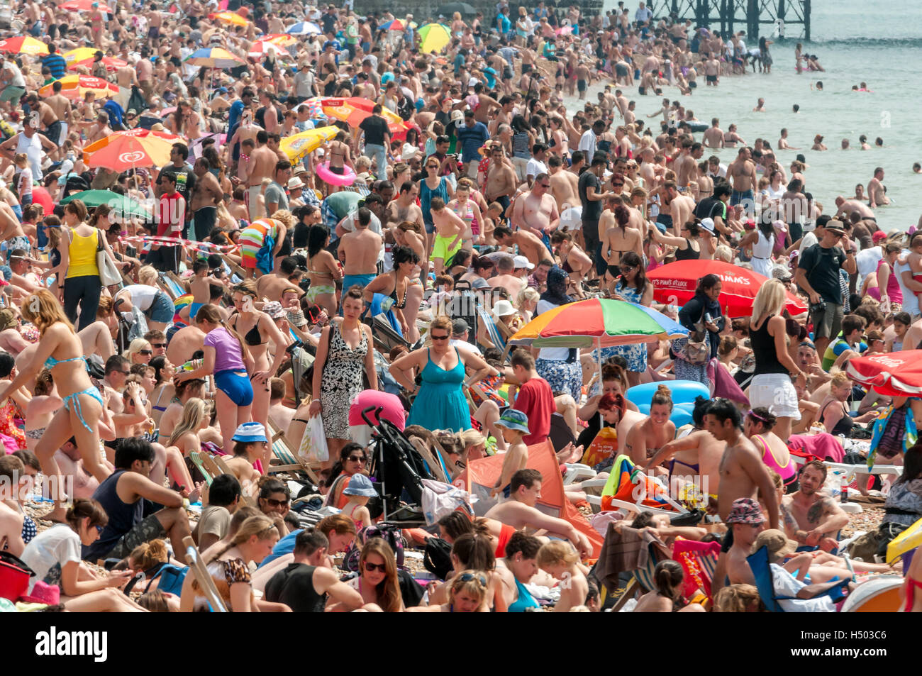 Crowds on the beach at Brighton on a hot July afternoon. - Stock Image