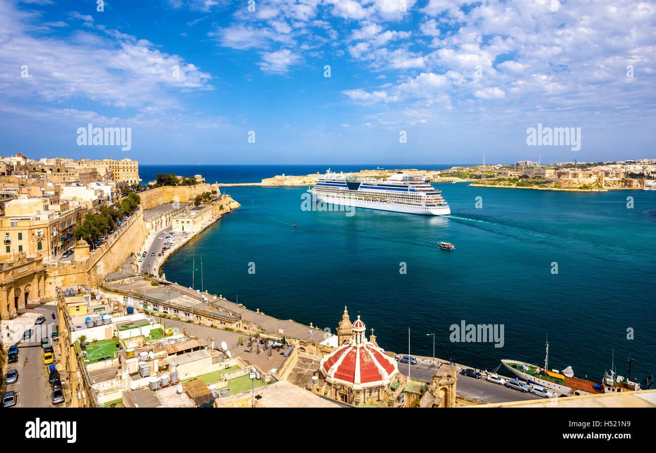 Cruise liner leaving Valletta - Malta - Stock Image