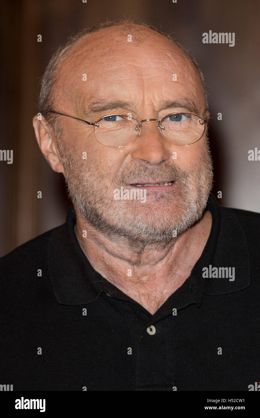 London, UK. 18 October 2016. To celebrate the launch of his autobiography 'Not Dead Yet', Phil Collins attends the Stock Photo