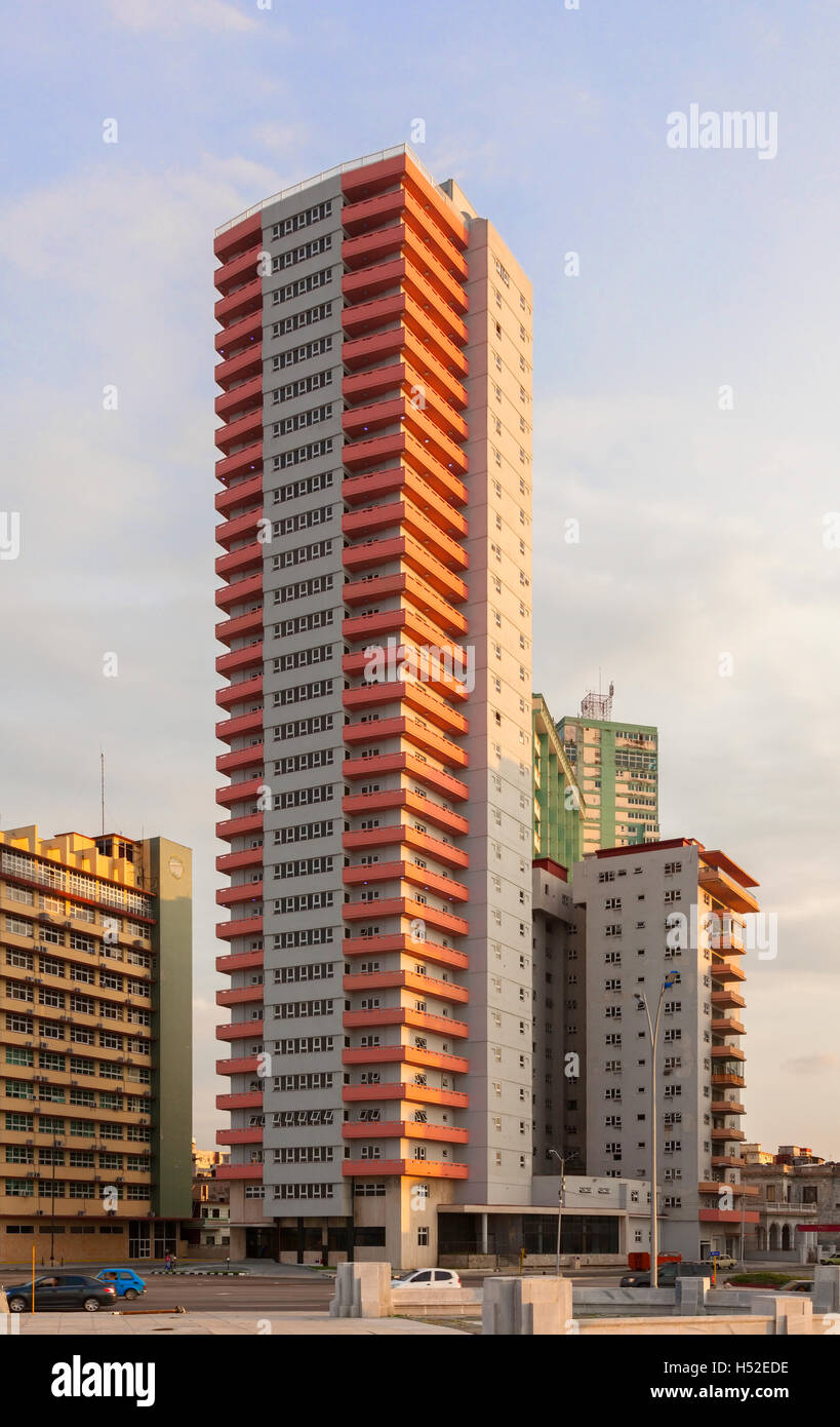 An example of Cuba's Modernism architecture from the 50's in Vedado, Havana, Cuba. - Stock Image
