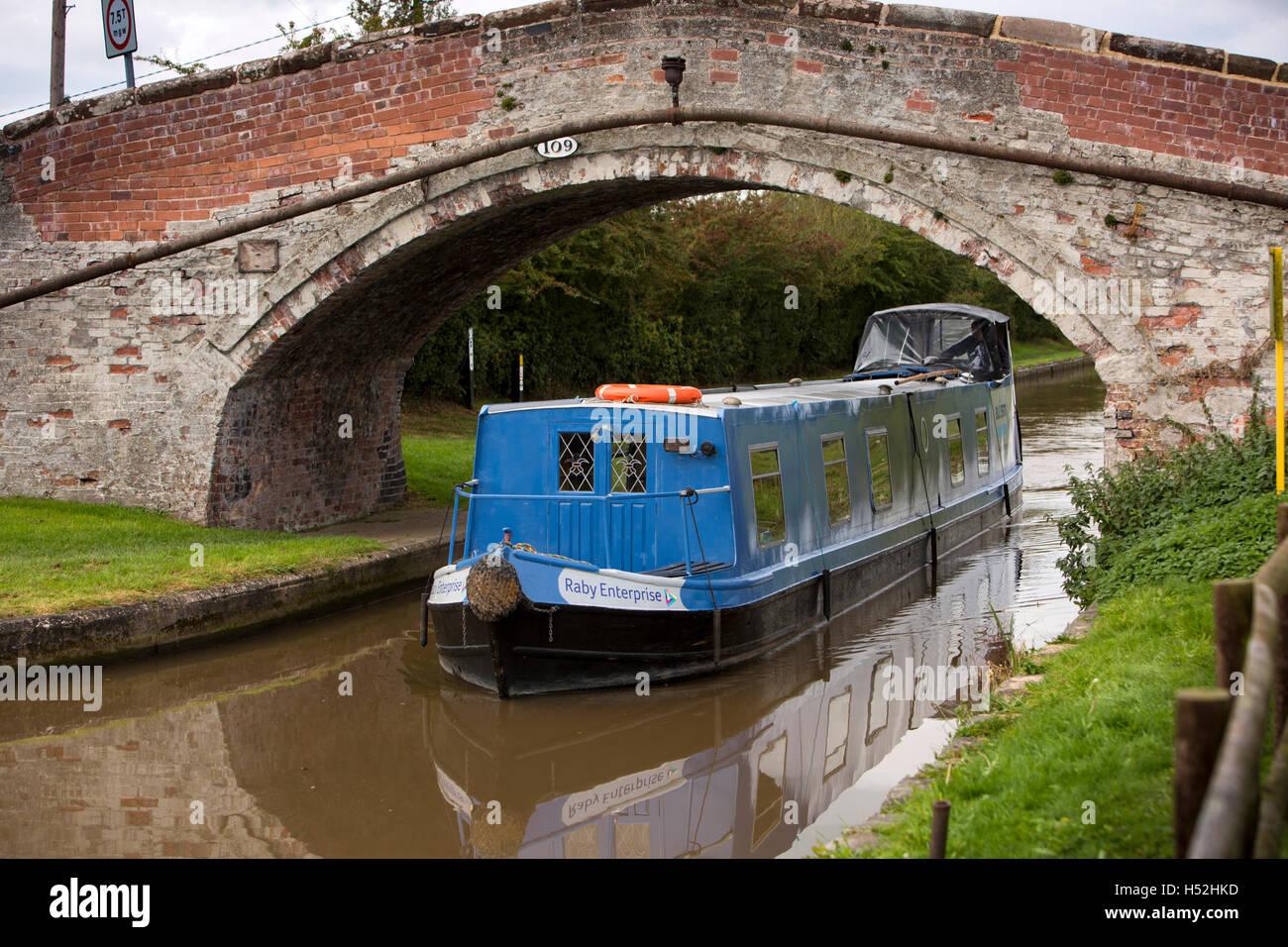 UK, England, Cheshire, Beeston, Bate's Mill Bridge, Autism Together's Raby Enterprise passenger narrowboat - Stock Image