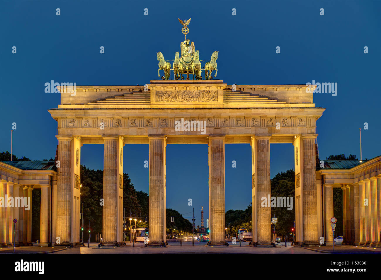Night view of the Brandenburger Tor in Berlin - Stock Image