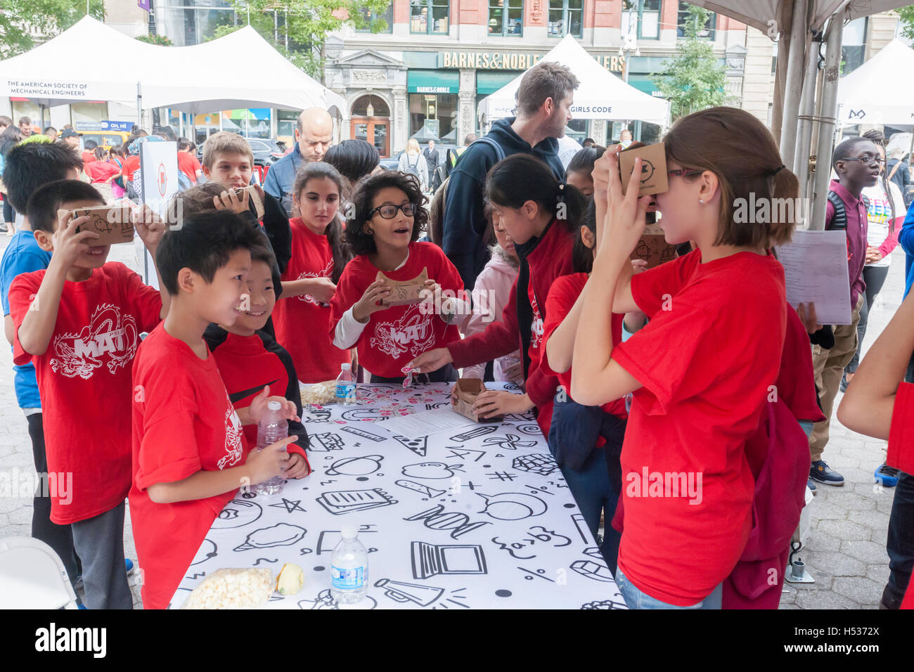 Participants in the Geek Street Fair in Union Square Park in New York experiment with Google Expeditions cardboard - Stock Image
