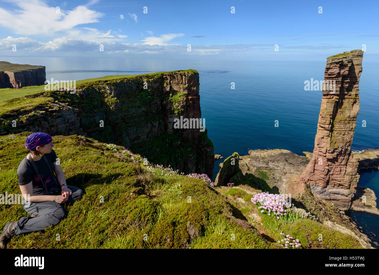 Female tourist looking towards the Old Man of Hoy, Hoy, Orkney Islands, Scotland. - Stock Image