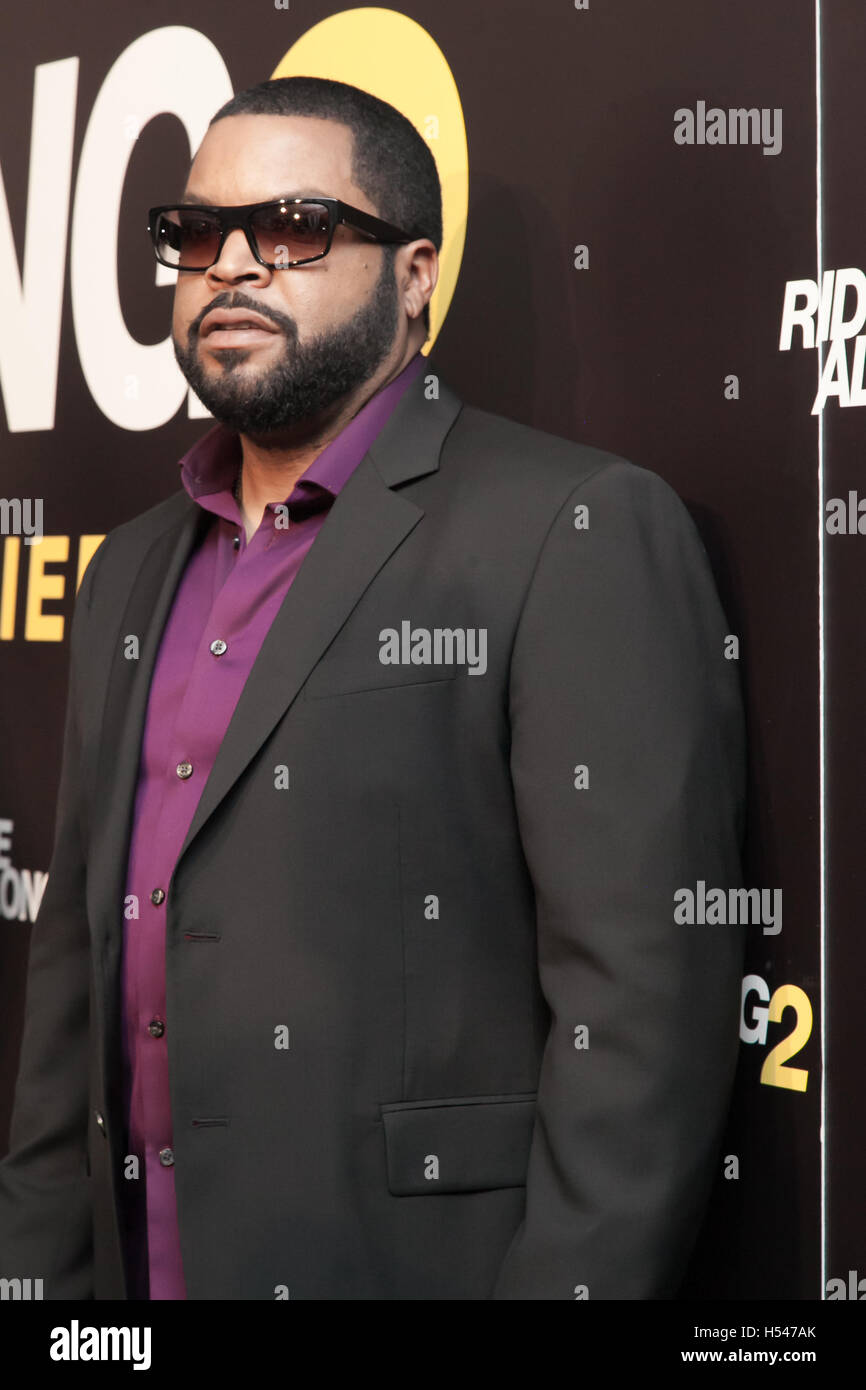 639d76cc476 Ice Cube arriving on the Red Carpet of Ride Along 2 World Premier ...