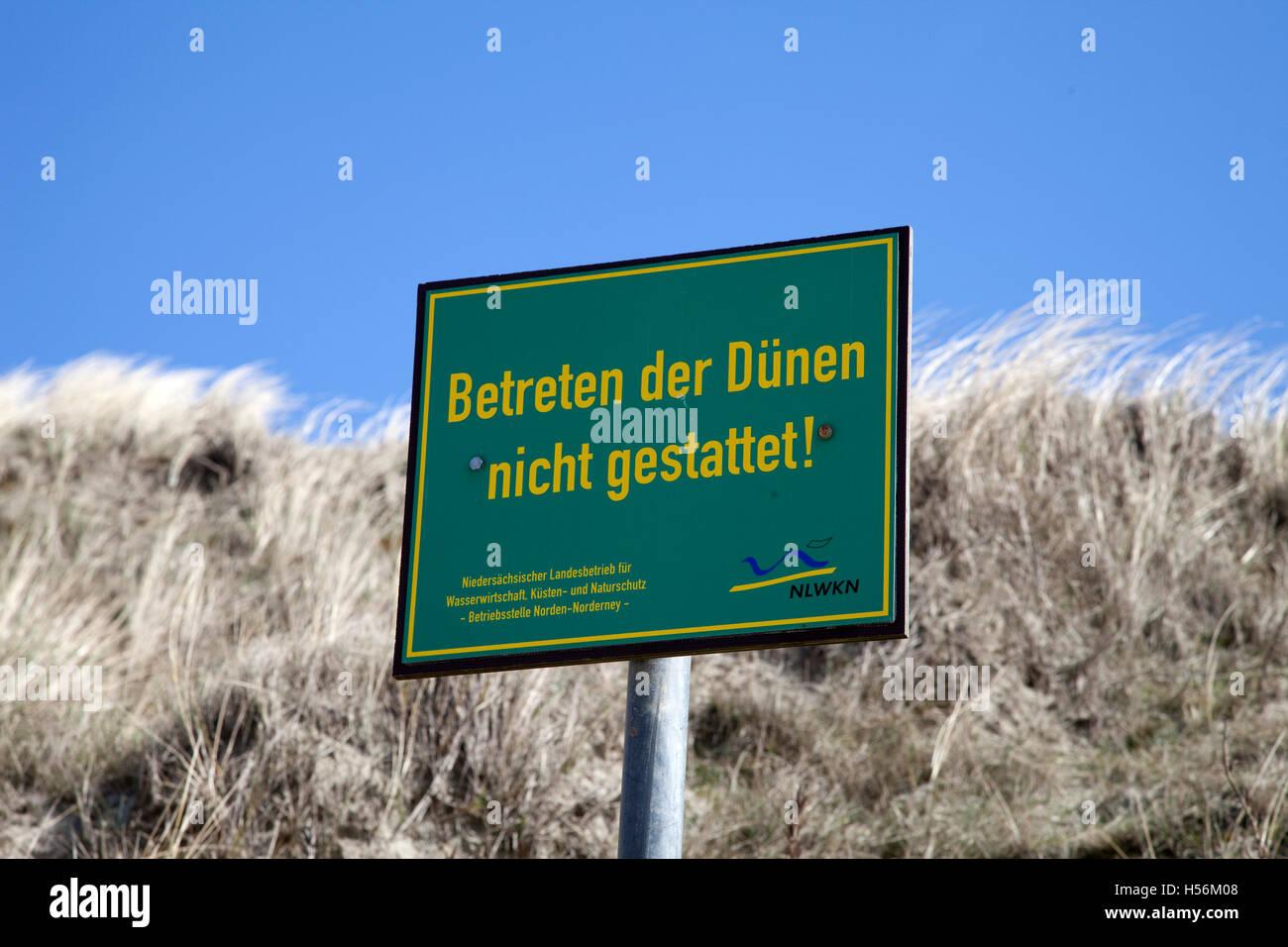 Prohibition sign, 'Betreten der Duenen nicht gestattet', German for 'keep off the dunes', Wadden - Stock Image
