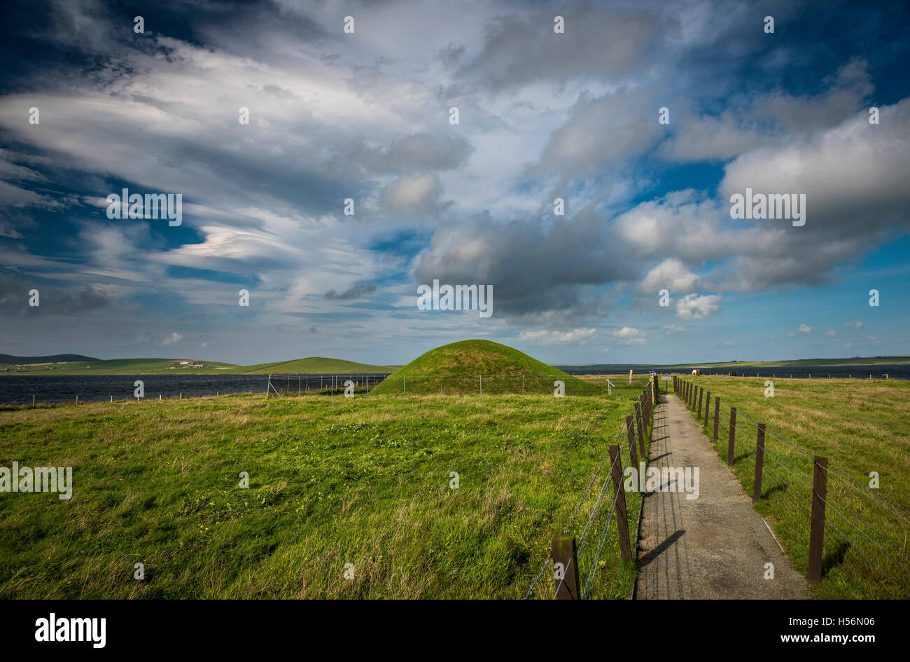 Unstan Neolithic chambered cairn on Mainland, Orkney, Scotland, UK Stock Photo