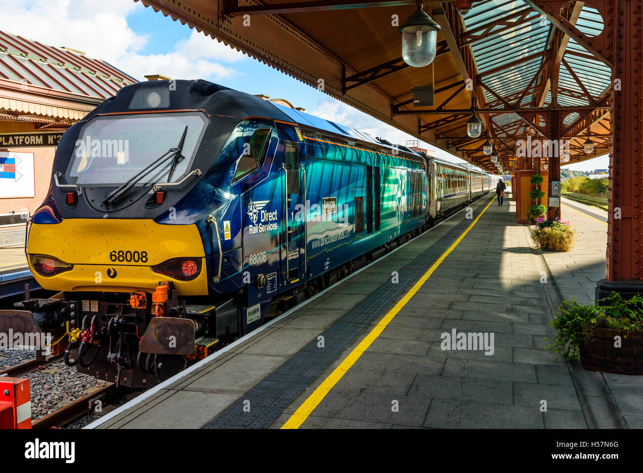 Diesel locomotive Avenger and Chiltern Railways train at Birmingham Moor Street Station - Stock Image