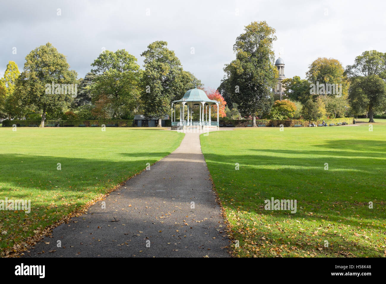 The bandstand in Shrewsbury's Quarry Park with the Dingle in the background - Stock Image