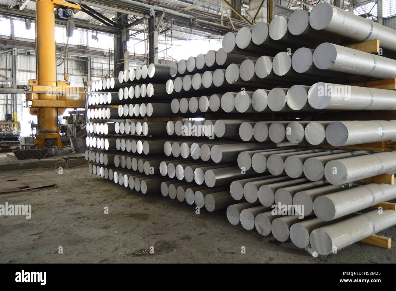 Primary aluminum metal cylinders employed in the extrusion