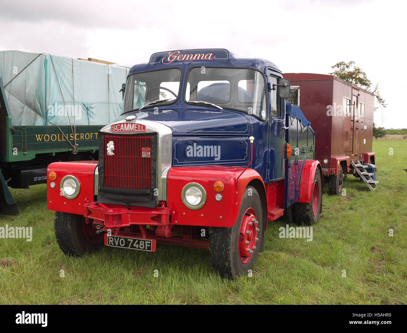 Gemma a vintage Scammell lorry and a living van on display at Lineside vintage weekend - Stock Image