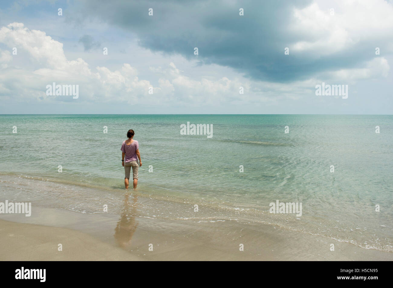 Tourist on Casuarina beach, Karainagar, Jaffna Peninsula, Sri Lanka - Stock Image