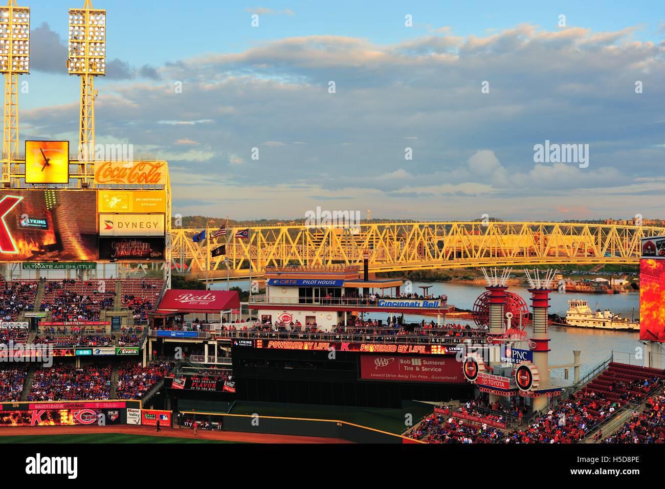 The Great American Ballpark, home to the Cincinnati Reds along the banks of the Ohio River. Cincinnati, Ohio, USA. - Stock Image