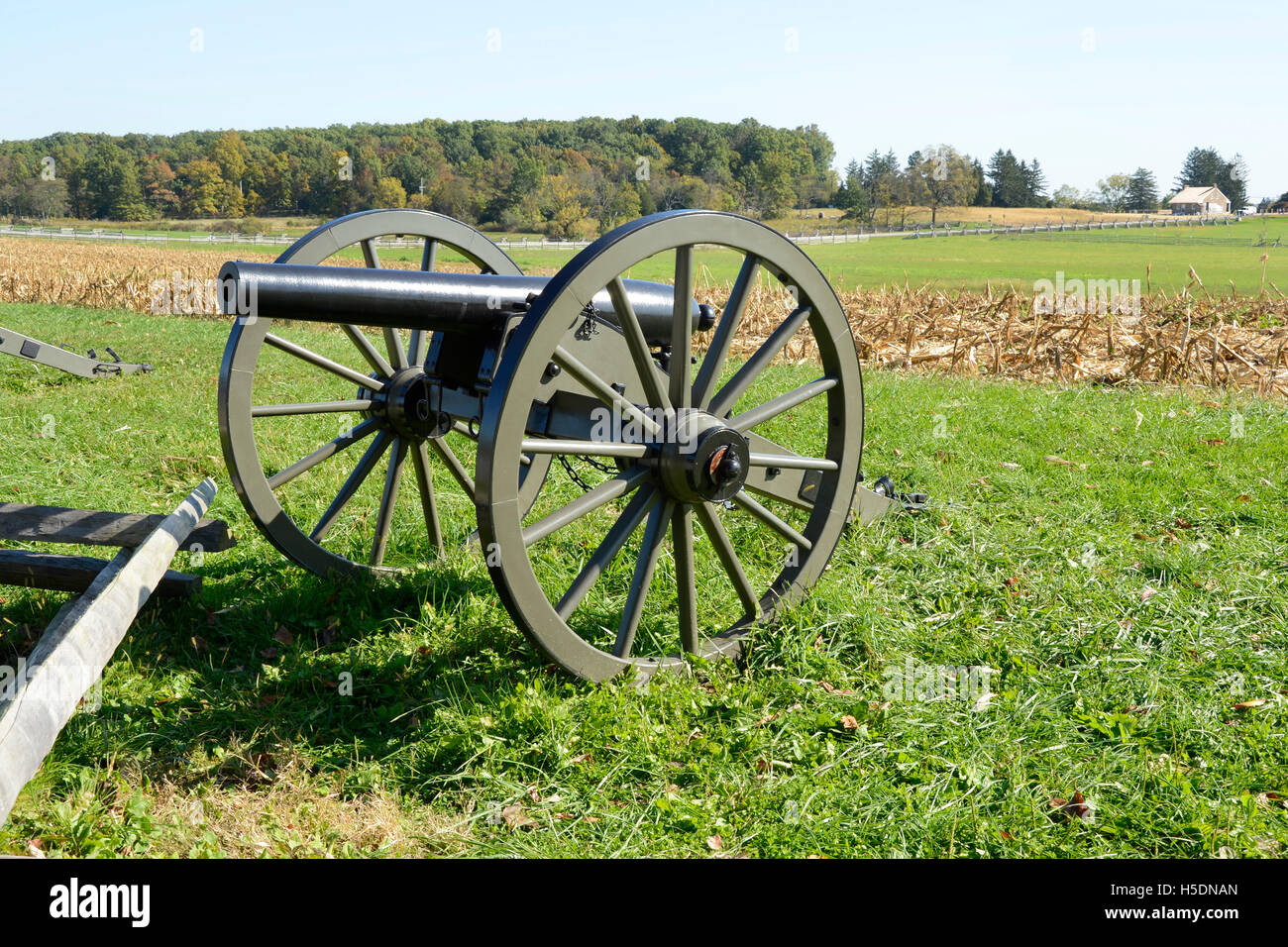 cannon by a cornfield in Gettysburg Pennsylvania - Stock Image