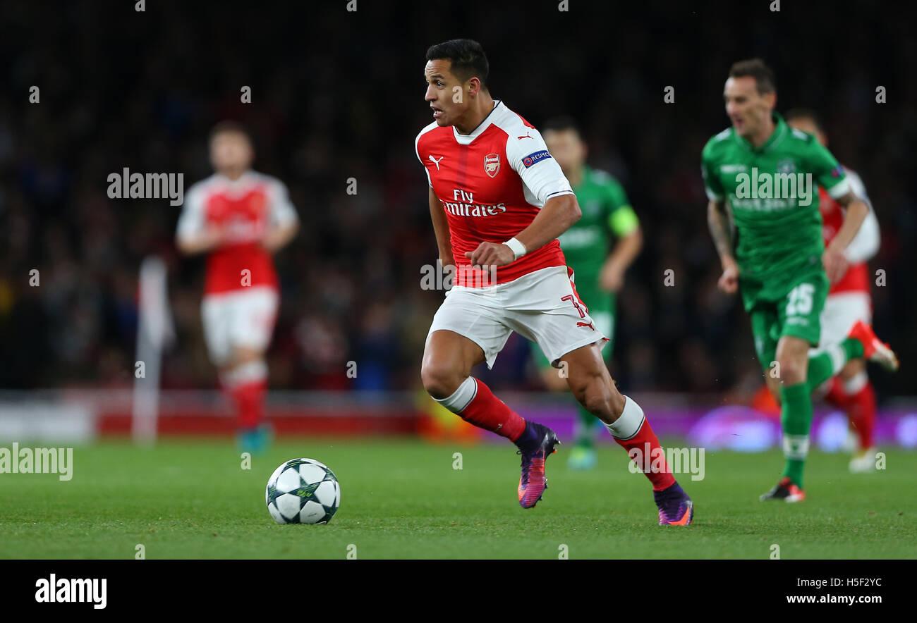 Emirates Stadium, London, UK. 19th Oct, 2016. Arsenal's Alexis Sanchez pushes forward during the UEFA Champions - Stock Image