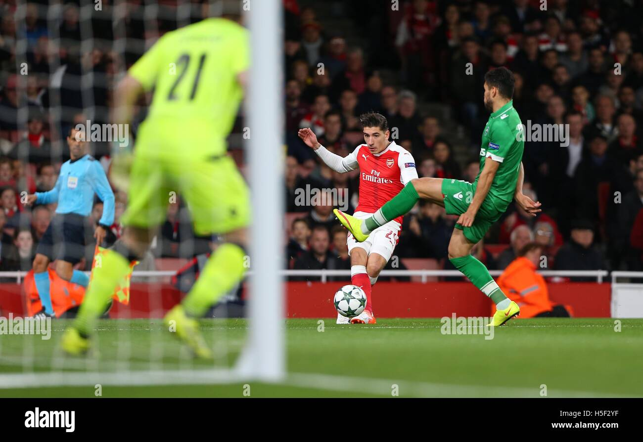 Emirates Stadium, London, UK. 19th Oct, 2016. Arsenal's Hector Bellerin crosses the ball into the box during the - Stock Image