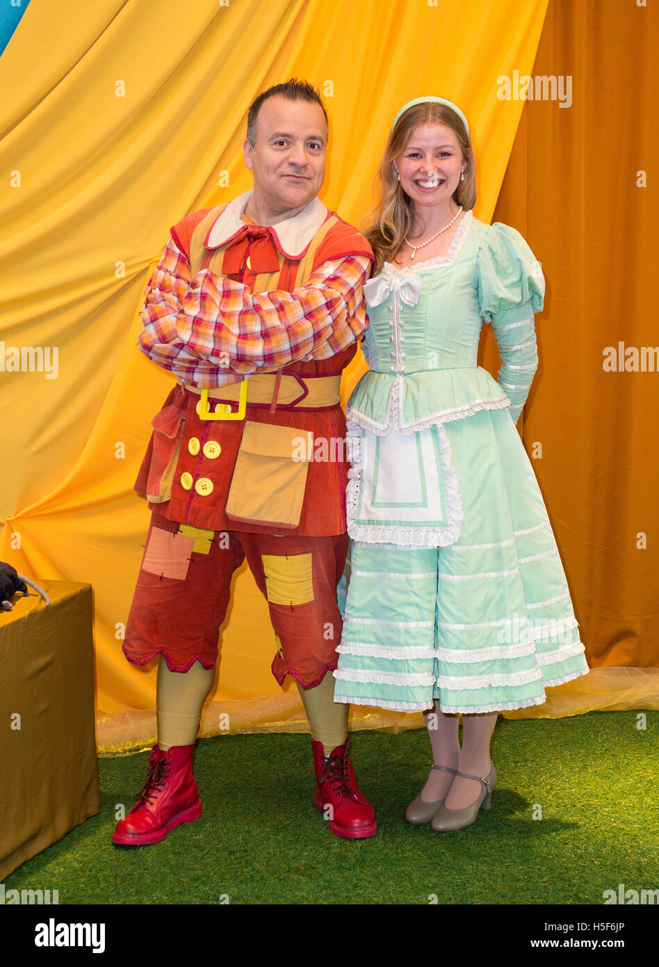 Kev Orkian Idle Jack Hannah Ponting Alice Fitzwarren Press Call For This Years Purrr Fect Family Pantomime Dick Whittington At Milton Keynes Theatre