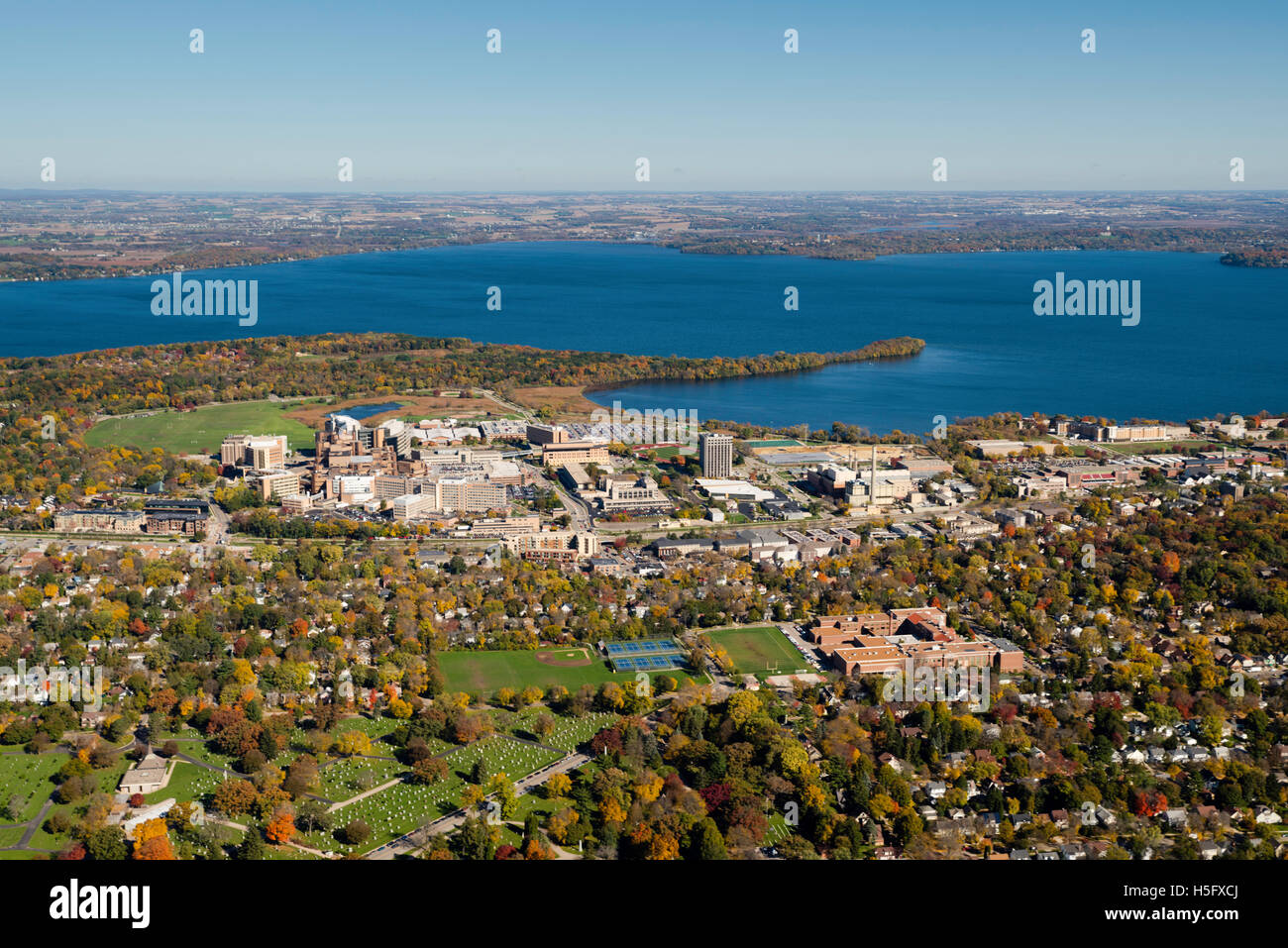 An aerial view of Madison, Wisconsin,  the UW Hospital and VA Hospital complex, surrounded by Lakes Mendota (above) Stock Photo