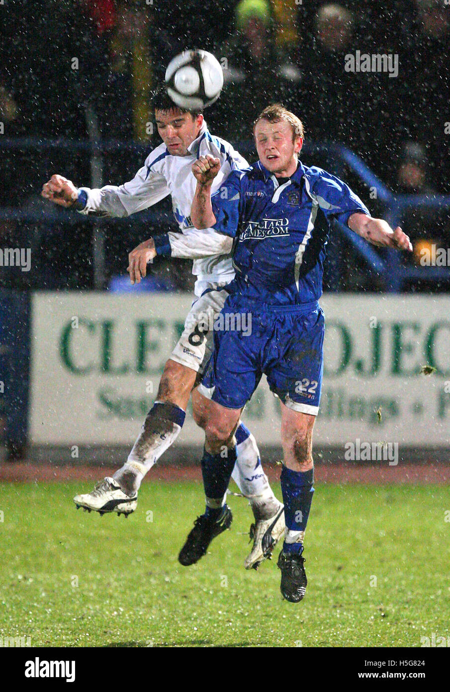 Kenny Davis of Grays is beaten in the air by Tim Sills of Torquay - Grays Athletic vs Torquay United - Blue Square - Stock Image