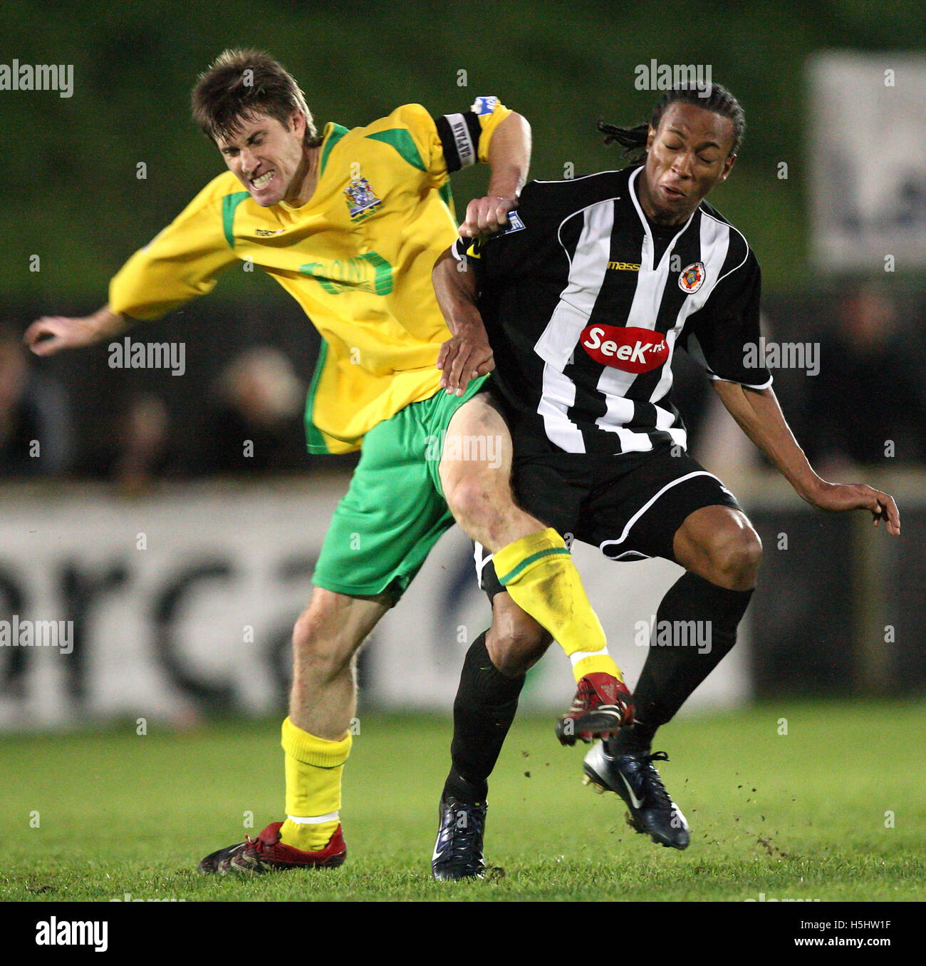 Wesley Thomas of Fisher (right) clashes with Greg Lincoln - Thurrock vs Fisher Athletic - Blue Square South at Ship - Stock Image