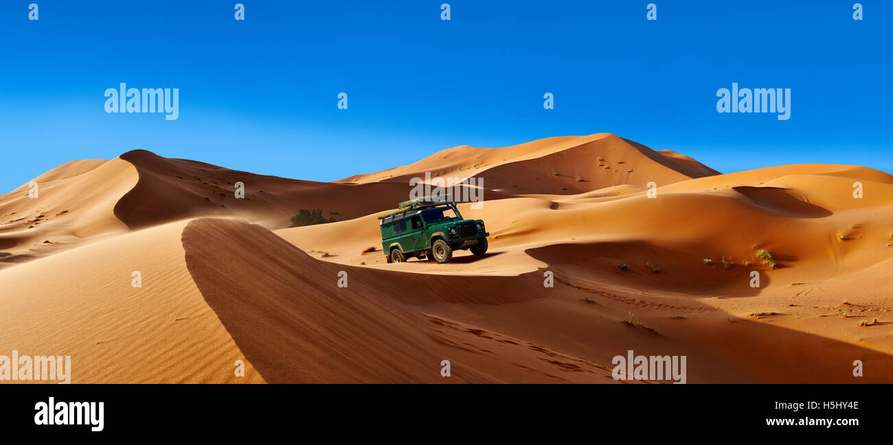 4 x4 Landrover Defnder on the Sahara sand dunes of erg Chebbi, Merzouga Morocco, Africa - Stock Image