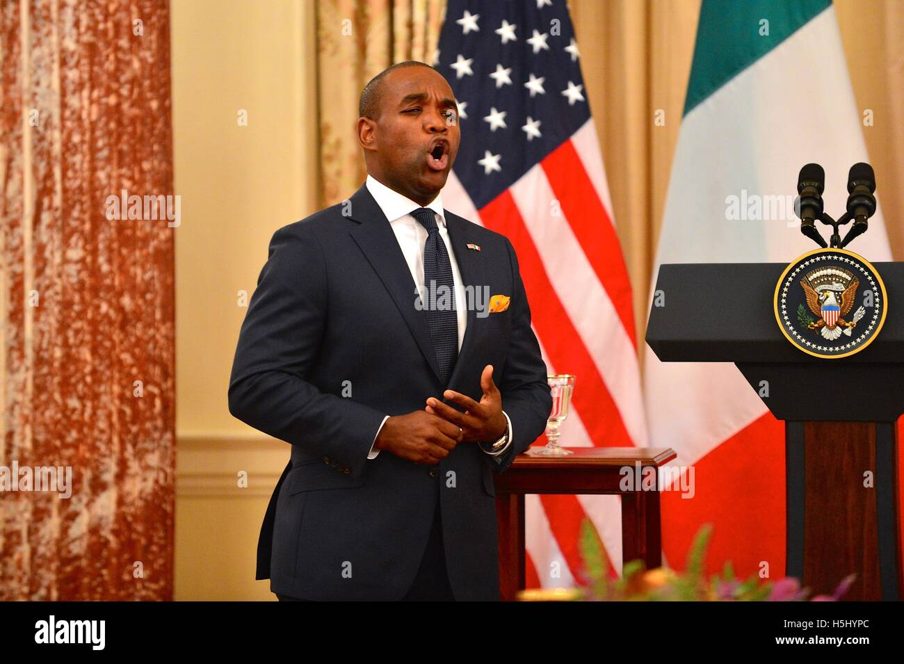 Opera singer Lawrence Brownlee sings at a State Luncheon in honor of Italian Prime Minister Matteo Renzi at the - Stock Image