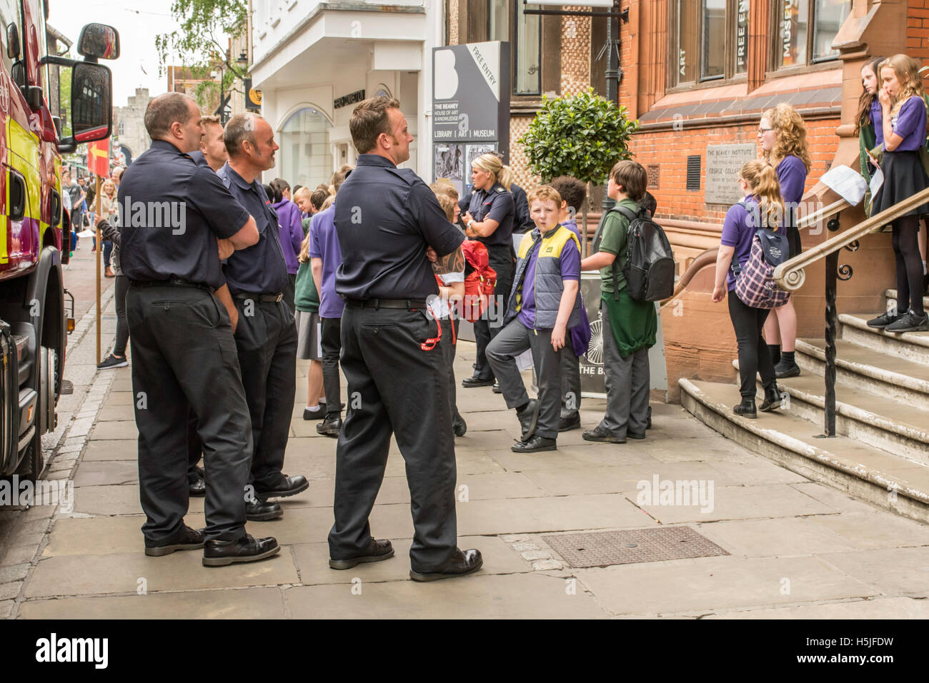 Canterbury, Kent, UK,  20 May 2016. Children being evacuated from the Beaney Library in the town centre under the - Stock Image