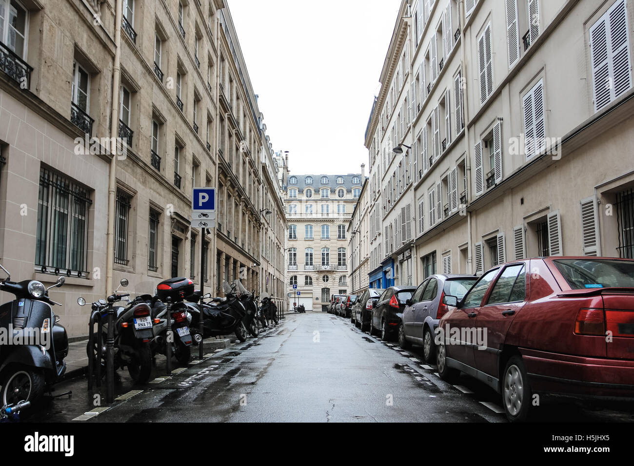 paris france december 31 2011 typical paris street view with stock photo 123955053 alamy. Black Bedroom Furniture Sets. Home Design Ideas