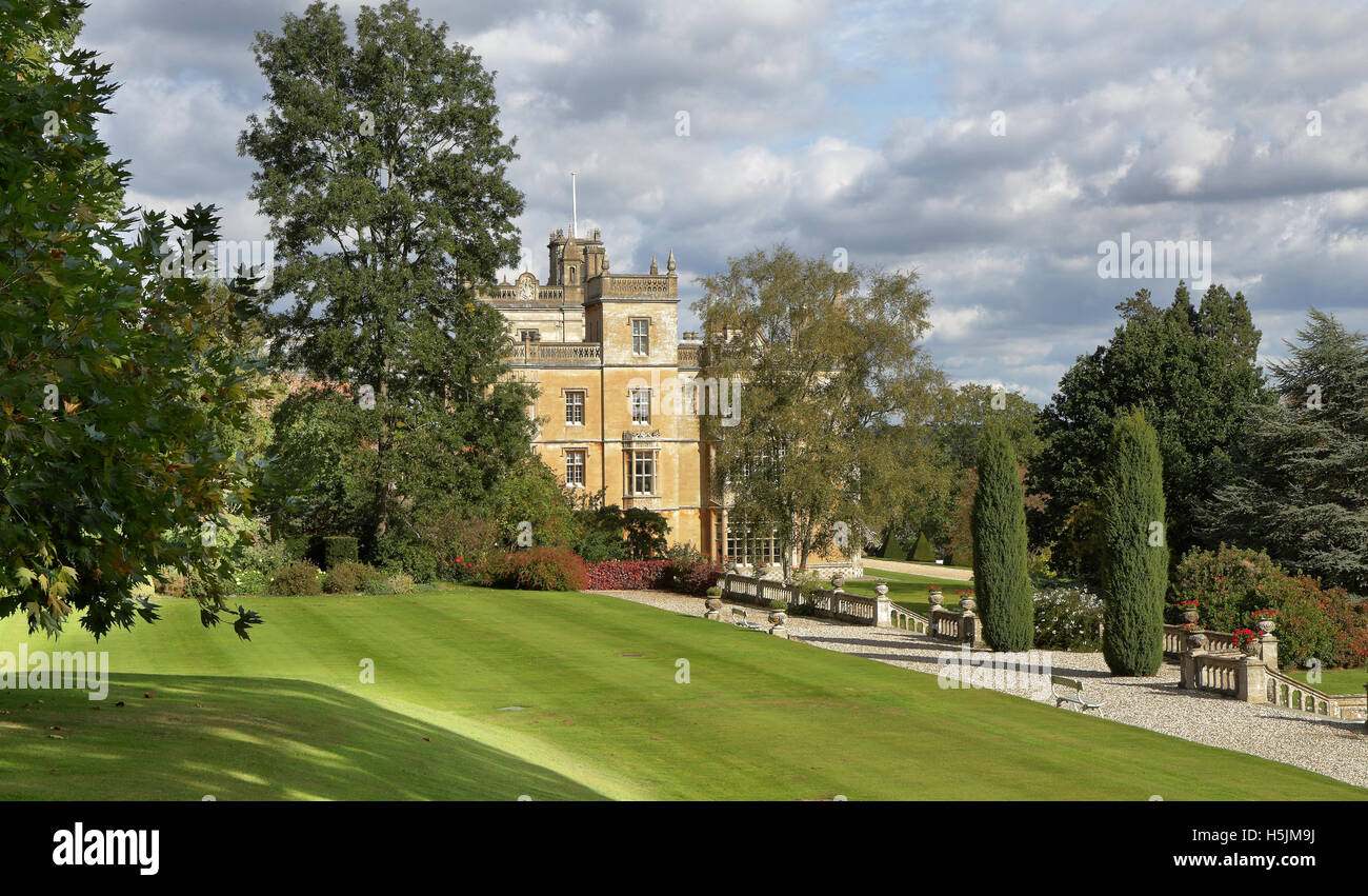 An English Formal Landscape garden and stately home with balustrade - Stock Image