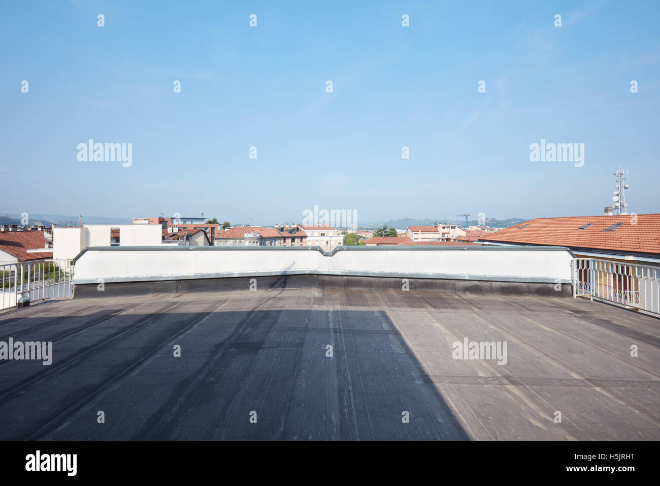 Large rooftop balcony in a sunny day - Stock Image